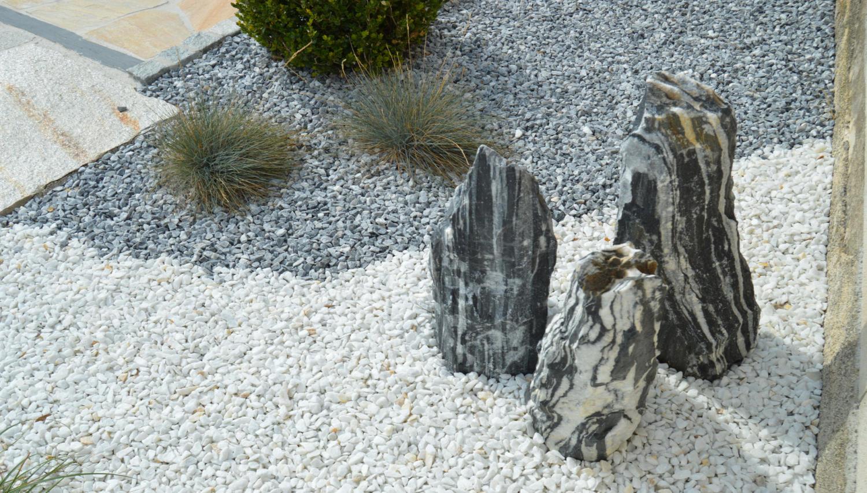 Grosse pierre decoration jardin une fois le sol nivel for Vers gris gazon